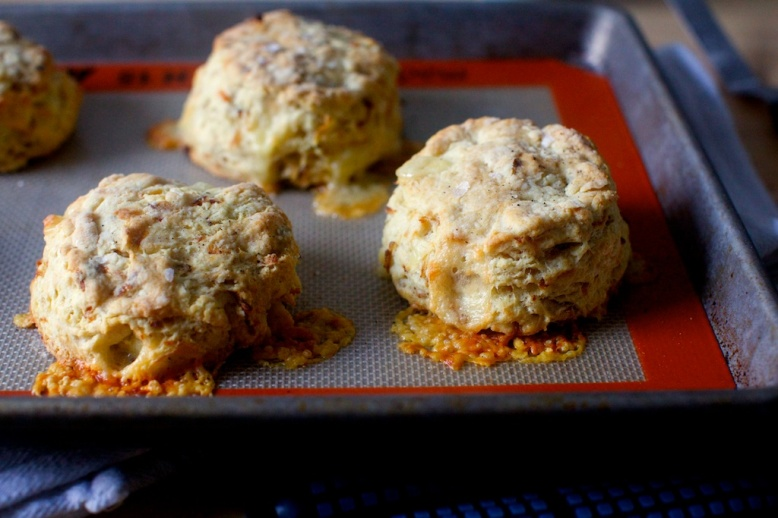 caramelized-onion-and-gruyere-biscuits