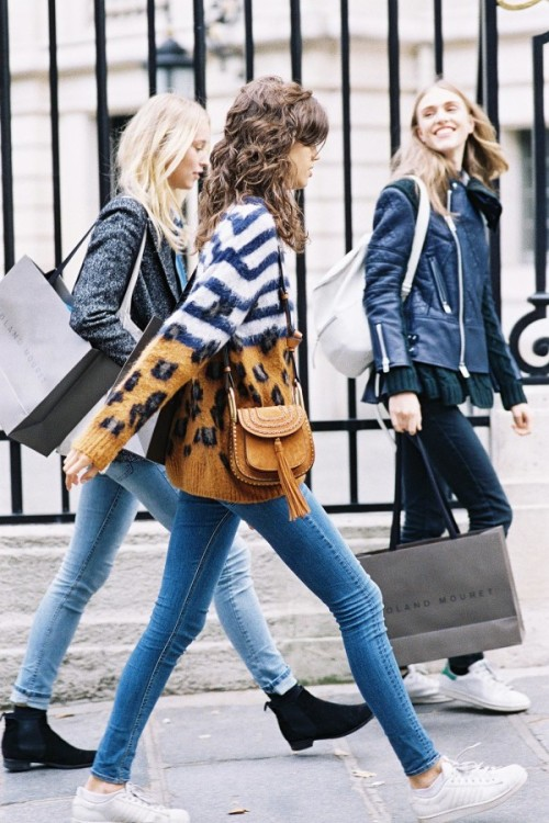 girlfriends-shopping-600x900